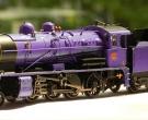 为配合车厢,给蒸汽机车改色-----(追风金色