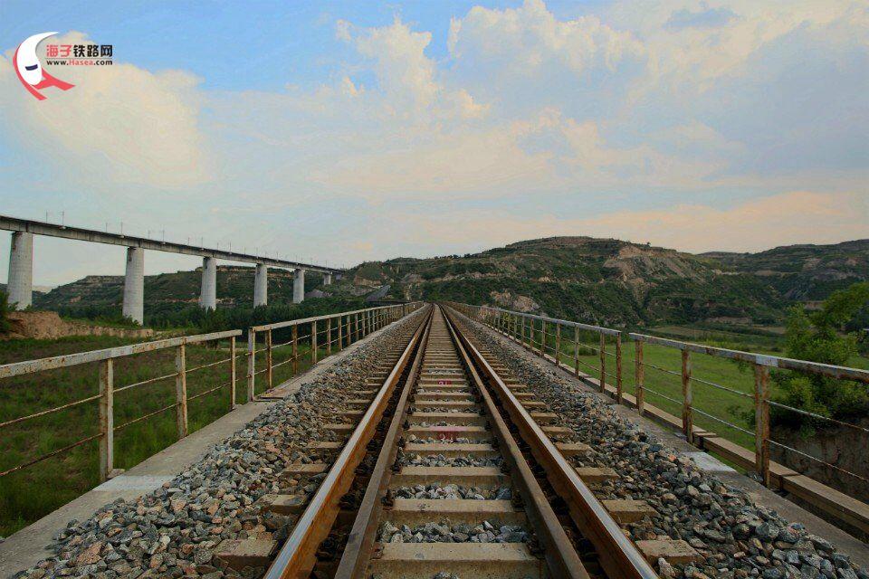 家乡的铁路风光 西延包西线 车迷原创图片 海子铁路网