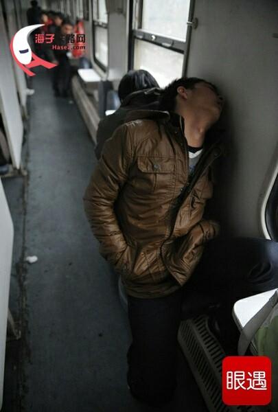火车上的各种睡姿大汇总